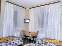 Спальня № 1 на 3 места с 2-х спальной кроватью  (с видом на озеро)