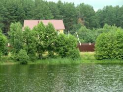 Коттедж (вид со стороны озера)