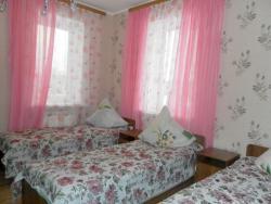 Спальня № 2 на 3 места с телевизором и видом на озеро